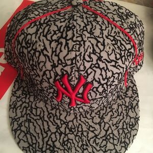 NWT New Era flocked Yankees fitted 7 3/4 cap